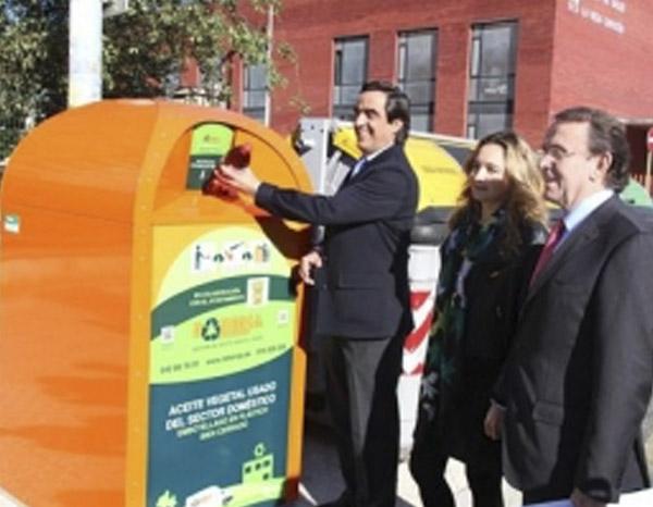 Instalados Tres Contenedores Para El Depósito De Aceite Vegetal Usado En Torrelavega