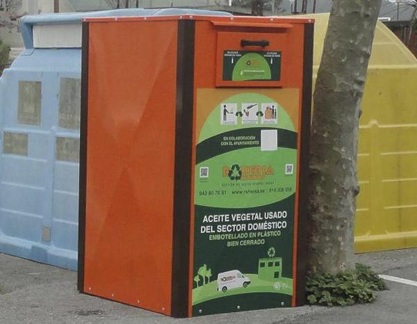 Nuevo Contenedor De Aceite Vegetal Usado En Medio Cudeyo